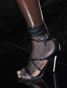 julien-macdonald-balck-shoes-lfw14