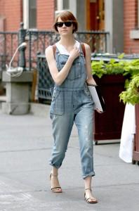 emma-stone-looks-trendy-in-overalls