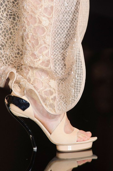 Versace shoes at haute couture spring 2015 chiko shoes blog for Haute couture shoes