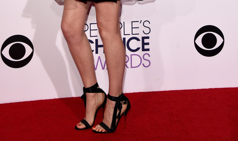 cute-shoes-on-red-carpet-of-people-choice-award