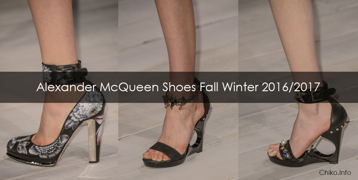 FOOTWEAR - Toe post sandals Alexander McQueen 7fWsCORlg