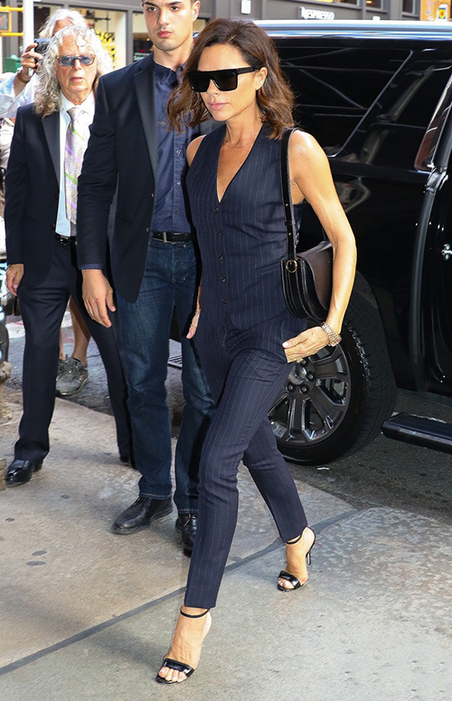 victoria beckham street style nyc 2016 6 27 3. Black Bedroom Furniture Sets. Home Design Ideas