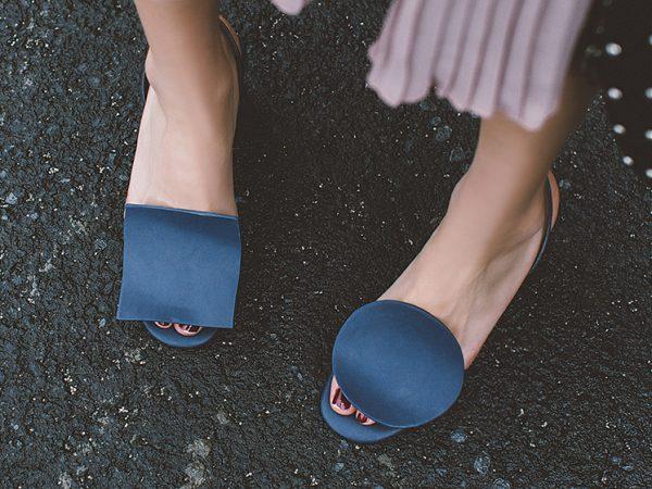 mismatched shoes trend