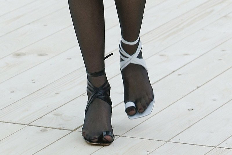 mismatched shoes trend