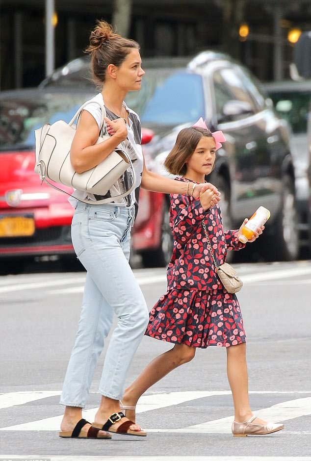 Katie Holmes Street Styles With Ugly Trendy Sandals