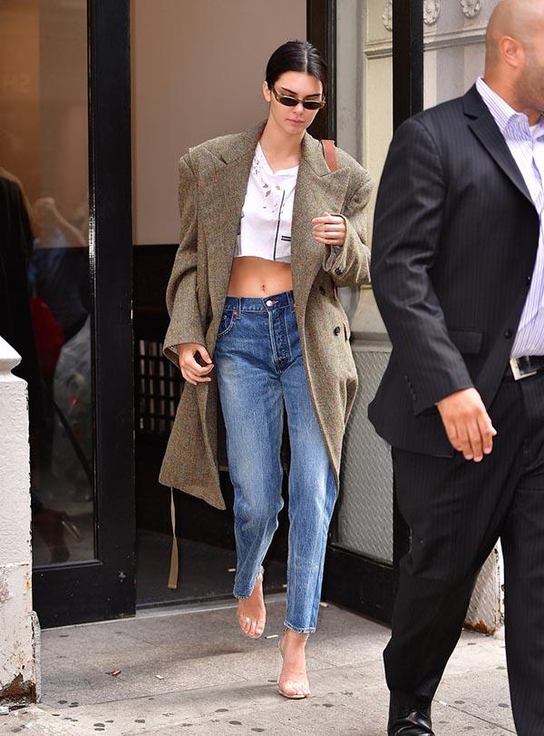 Street Styles At New York Fashion Week Spring 2018