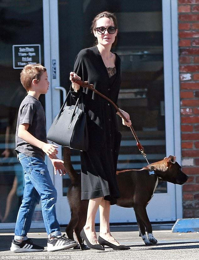 Angelina Jolie street style kitten heel pumps
