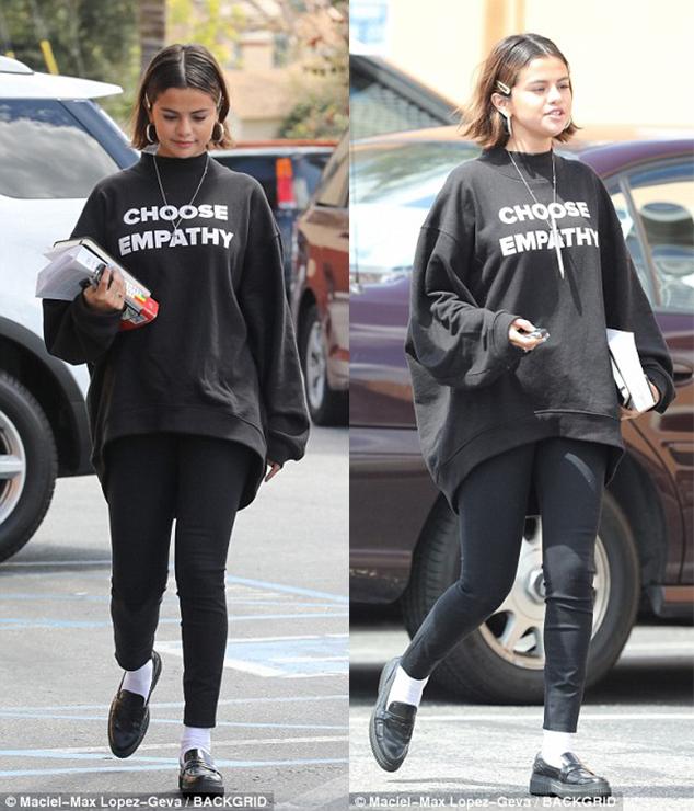 Selena Gomez sock trend style