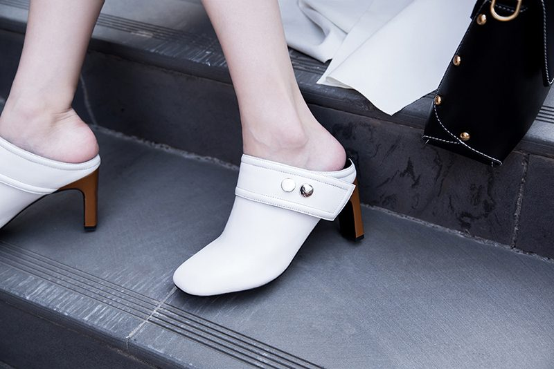 White shoe trend blue jeans street styles