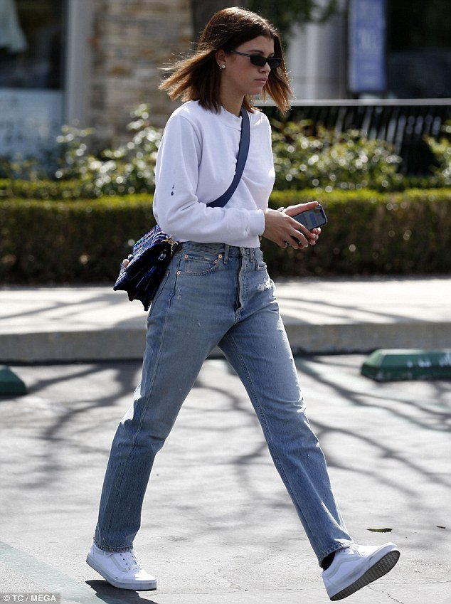 White shoe trend blue jeans street style