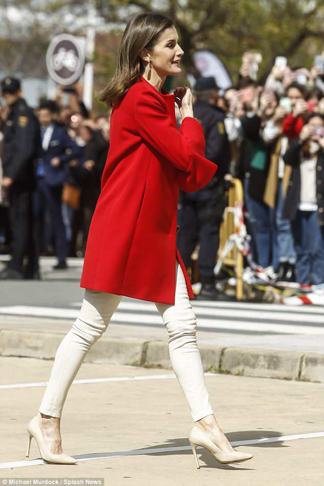 Spanish Queen Letizia nude pumps style