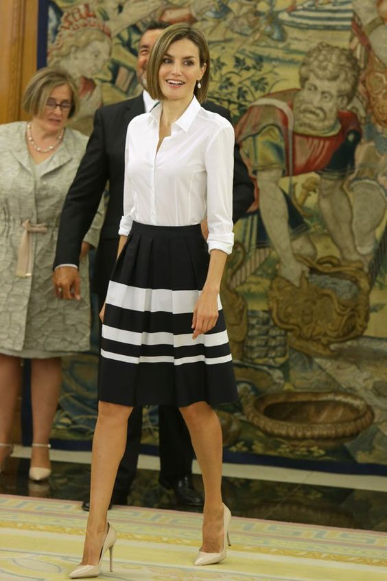 Spanish Queen Letizia nude pumps style