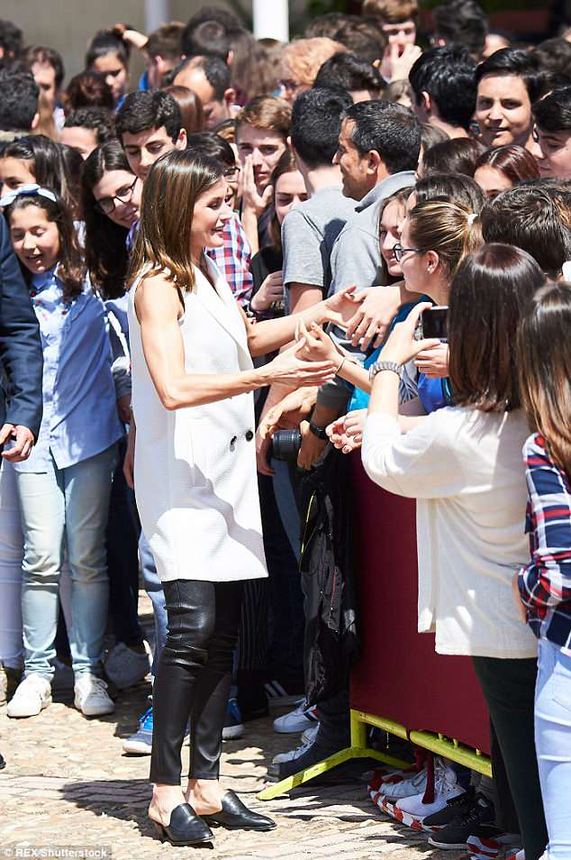 Spanish Queen Letizia loafer mules style