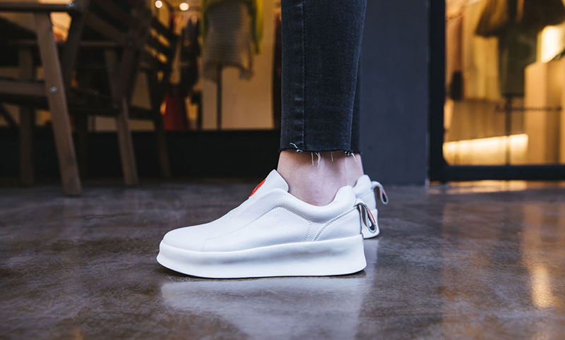 White shoe trend Coachella 2018
