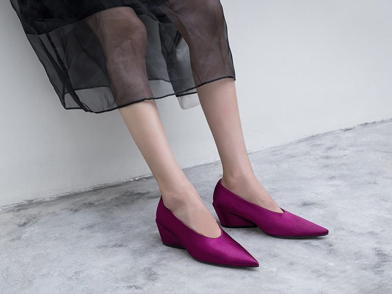 glove shoes trend