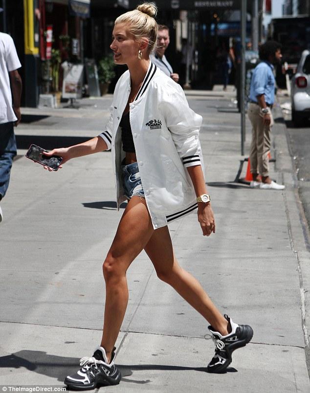Hailey Baldwin dad sneaker street styles
