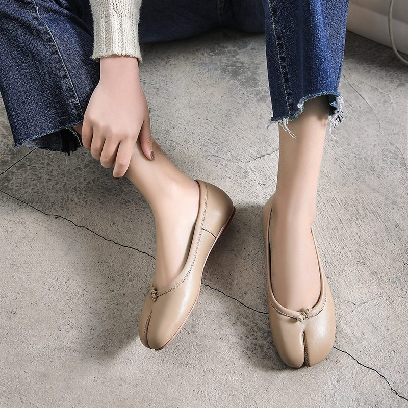 Chiko Flair Split Toe Flats