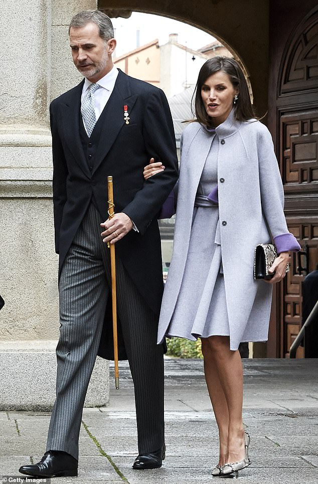 Spanish Queen Letizia In Snakeskin Print Pumps